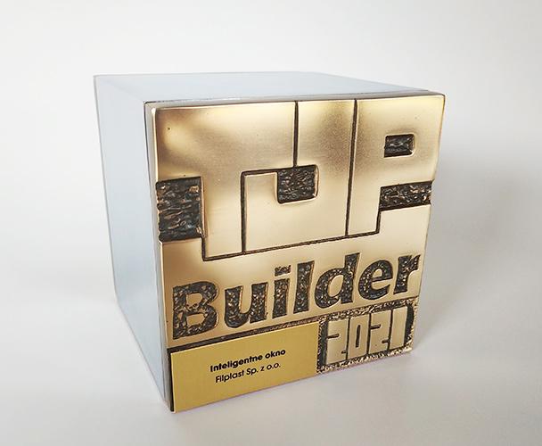 Statuetka TopBuilder 2021, którą Filplast otrzymał za przedstawienie w konkursie swojej nowości. Nagrodzone zostało inteligentne okno z wbudowanym chipem NFC.