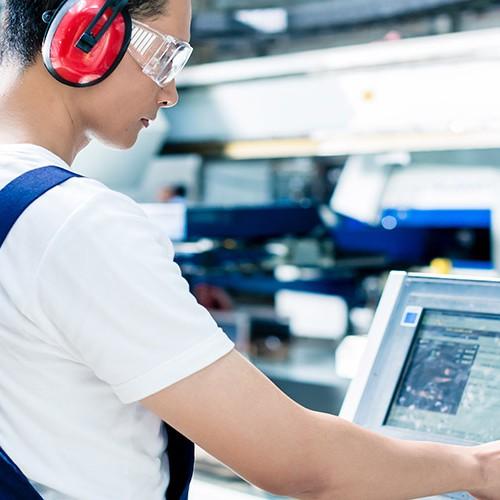 Operator maszyny CNC